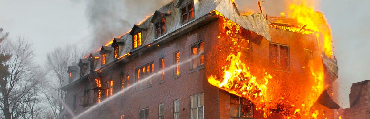 Afbestillingsforsikring kan sikre dig hvis boligen brænder inden afrejse